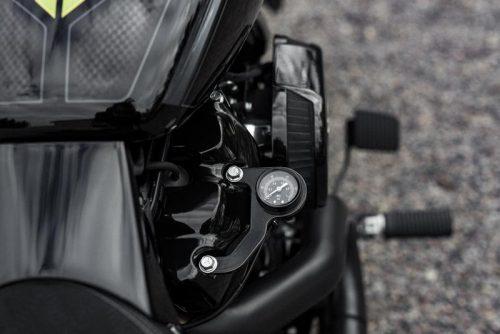 """Harley-Davidson """"Milwaukee-Eight"""" Rocker Box Mounted Air Ride Black Pressure Gauge Kit"""